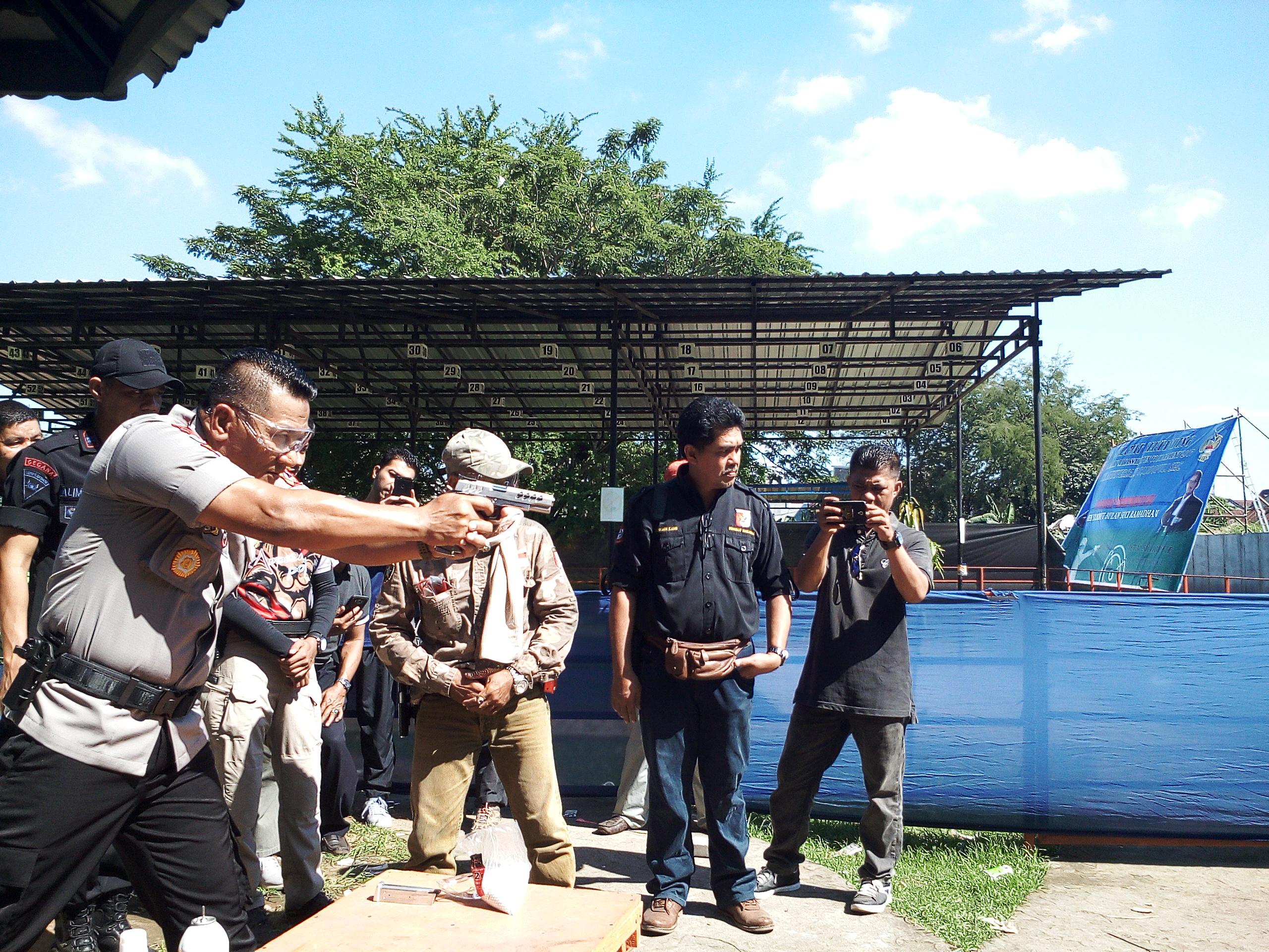 Ketua Pengkot Perbakin Makassar pada Eksebisi Air Soft Gun